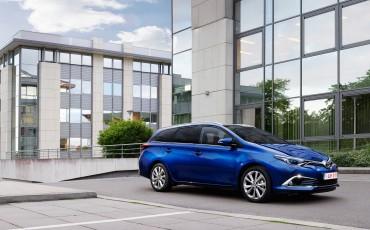 20150602-15-Nieuwe-Toyota-Auris-de-enige-14-procent-Wagon-met-standaard-automaat-en-up-to-date-actieve-veiligheid-Touring-Sports.jpg