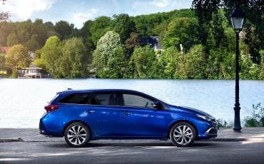 20150602-16-Nieuwe-Toyota-Auris-de-enige-14-procent-Wagon-met-standaard-automaat-en-up-to-date-actieve-veiligheid-Touring-Sports