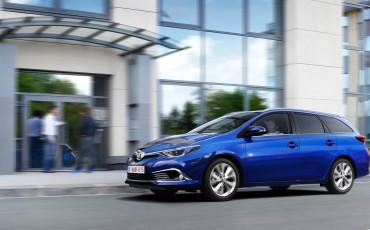 20150602-17-Nieuwe-Toyota-Auris-de-enige-14-procent-Wagon-met-standaard-automaat-en-up-to-date-actieve-veiligheid-Touring-Sports