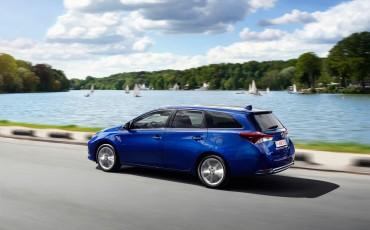 20150602-18-Nieuwe-Toyota-Auris-de-enige-14-procent-Wagon-met-standaard-automaat-en-up-to-date-actieve-veiligheid-Touring-Sports