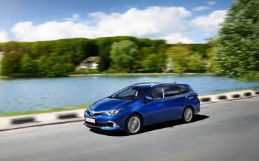 20150602-19-Nieuwe-Toyota-Auris-de-enige-14-procent-Wagon-met-standaard-automaat-en-up-to-date-actieve-veiligheid-Touring-Sports
