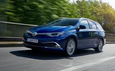 20150602-21-Nieuwe-Toyota-Auris-de-enige-14-procent-Wagon-met-standaard-automaat-en-up-to-date-actieve-veiligheid-Touring-Sports
