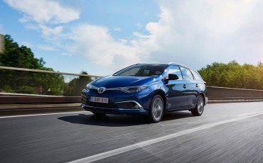 20150602-23-Nieuwe-Toyota-Auris-de-enige-14-procent-Wagon-met-standaard-automaat-en-up-to-date-actieve-veiligheid-Touring-Sports