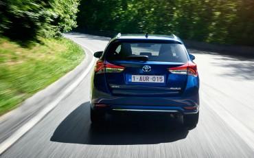 20150602-24-Nieuwe-Toyota-Auris-de-enige-14-procent-Wagon-met-standaard-automaat-en-up-to-date-actieve-veiligheid-Touring-Sports