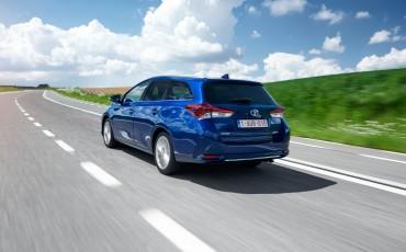 20150602-27-Nieuwe-Toyota-Auris-de-enige-14-procent-Wagon-met-standaard-automaat-en-up-to-date-actieve-veiligheid-Touring-Sports