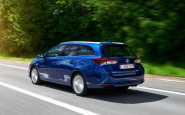 20150602-28-Nieuwe-Toyota-Auris-de-enige-14-procent-Wagon-met-standaard-automaat-en-up-to-date-actieve-veiligheid-Touring-Sports