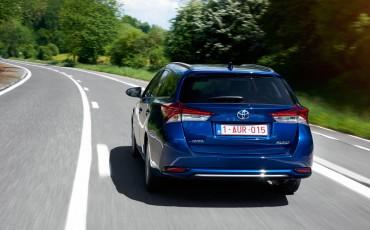 20150602-29-Nieuwe-Toyota-Auris-de-enige-14-procent-Wagon-met-standaard-automaat-en-up-to-date-actieve-veiligheid-Touring-Sports