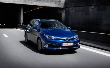 20150602-30-Nieuwe-Toyota-Auris-de-enige-14-procent-Wagon-met-standaard-automaat-en-up-to-date-actieve-veiligheid-Touring-Sports