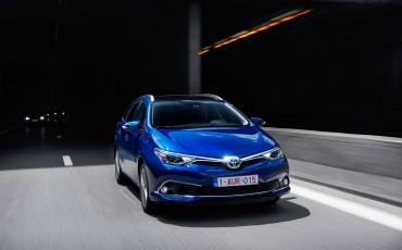 20150602-31-Nieuwe-Toyota-Auris-de-enige-14-procent-Wagon-met-standaard-automaat-en-up-to-date-actieve-veiligheid-Touring-Sports