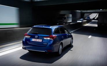 20150602-33-Nieuwe-Toyota-Auris-de-enige-14-procent-Wagon-met-standaard-automaat-en-up-to-date-actieve-veiligheid-Touring-Sports