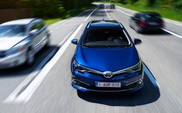 20150602-34-Nieuwe-Toyota-Auris-de-enige-14-procent-Wagon-met-standaard-automaat-en-up-to-date-actieve-veiligheid-Touring-Sports