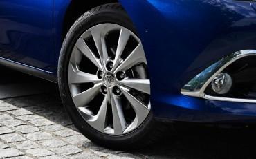 20150602-38-Nieuwe-Toyota-Auris-de-enige-14-procent-Wagon-met-standaard-automaat-en-up-to-date-actieve-veiligheid-Touring-Sports