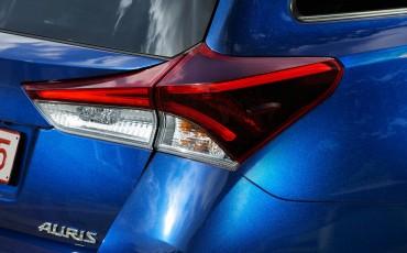 20150602-39-Nieuwe-Toyota-Auris-de-enige-14-procent-Wagon-met-standaard-automaat-en-up-to-date-actieve-veiligheid-Touring-Sports