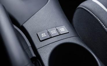 20150602-40-Nieuwe-Toyota-Auris-de-enige-14-procent-Wagon-met-standaard-automaat-en-up-to-date-actieve-veiligheid-Touring-Sports