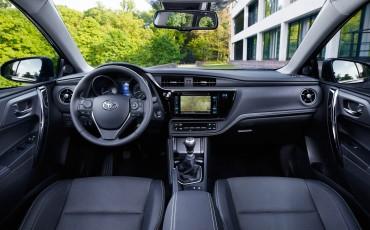 20150602-42-Nieuwe-Toyota-Auris-de-enige-14-procent-Wagon-met-standaard-automaat-en-up-to-date-actieve-veiligheid-Touring-Sports