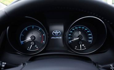 20150602-45-Nieuwe-Toyota-Auris-de-enige-14-procent-Wagon-met-standaard-automaat-en-up-to-date-actieve-veiligheid-Touring-Sports