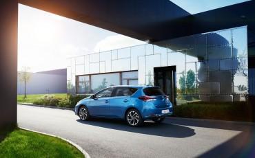 20150602-52-Nieuwe-Toyota-Auris-de-enige-14-procent-Wagon-met-standaard-automaat-en-up-to-date-actieve-veiligheid-Hatchback.jpg