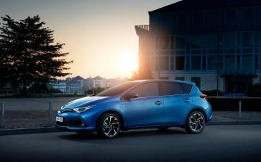 20150602-54-Nieuwe-Toyota-Auris-de-enige-14-procent-Wagon-met-standaard-automaat-en-up-to-date-actieve-veiligheid-Hatchback.jpg