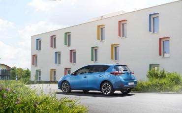 20150602-55-Nieuwe-Toyota-Auris-de-enige-14-procent-Wagon-met-standaard-automaat-en-up-to-date-actieve-veiligheid-Hatchback.jpg