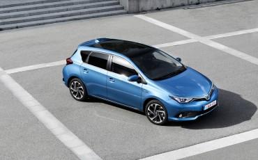 20150602-58-Nieuwe-Toyota-Auris-de-enige-14-procent-Wagon-met-standaard-automaat-en-up-to-date-actieve-veiligheid-Hatchback