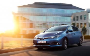 20150602-60-Nieuwe-Toyota-Auris-de-enige-14-procent-Wagon-met-standaard-automaat-en-up-to-date-actieve-veiligheid-Hatchback