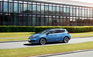 20150602-62-Nieuwe-Toyota-Auris-de-enige-14-procent-Wagon-met-standaard-automaat-en-up-to-date-actieve-veiligheid-Hatchback