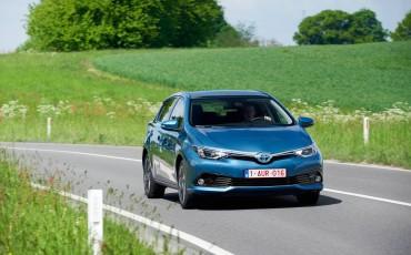 20150602-64-Nieuwe-Toyota-Auris-de-enige-14-procent-Wagon-met-standaard-automaat-en-up-to-date-actieve-veiligheid-Hatchback