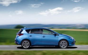 20150602-66-Nieuwe-Toyota-Auris-de-enige-14-procent-Wagon-met-standaard-automaat-en-up-to-date-actieve-veiligheid-Hatchback