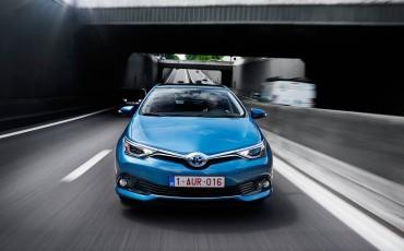20150602-75-Nieuwe-Toyota-Auris-de-enige-14-procent-Wagon-met-standaard-automaat-en-up-to-date-actieve-veiligheid-Hatchback