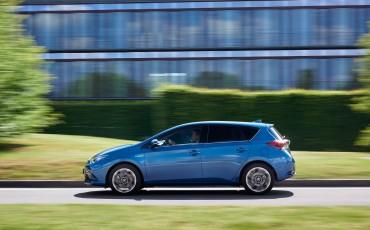 20150602-76-Nieuwe-Toyota-Auris-de-enige-14-procent-Wagon-met-standaard-automaat-en-up-to-date-actieve-veiligheid-Hatchback