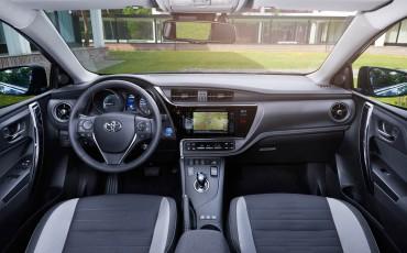 20150602-78-Nieuwe-Toyota-Auris-de-enige-14-procent-Wagon-met-standaard-automaat-en-up-to-date-actieve-veiligheid-Hatchback