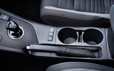 20150602-80-Nieuwe-Toyota-Auris-de-enige-14-procent-Wagon-met-standaard-automaat-en-up-to-date-actieve-veiligheid-Hatchback