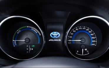 20150602-81-Nieuwe-Toyota-Auris-de-enige-14-procent-Wagon-met-standaard-automaat-en-up-to-date-actieve-veiligheid-Hatchback