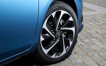 20150602-88-Nieuwe-Toyota-Auris-de-enige-14-procent-Wagon-met-standaard-automaat-en-up-to-date-actieve-veiligheid-Hatchback