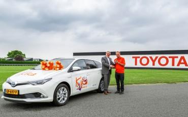 20150721_01-Toyota-support-KiKa-met-Auris-Touring-Sports-Hybrid