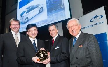 2012_01_Toyota ontvangt van de TUV de Gold Badge voor de betrouwbaarheid van haar modellen