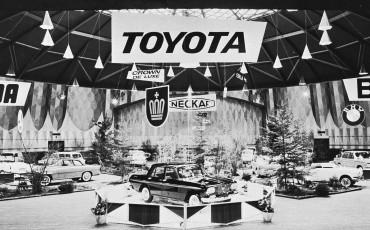 2012_11_Toyota Crown arriveert in Europa 1963