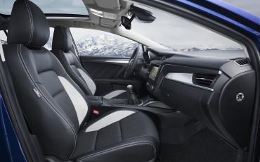 20150618-061-Toyota-Avensis-zakelijk-talent-Touring-Sports