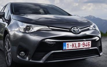 20150618-090-Toyota-Avensis-zakelijk-talent-Sedan