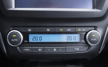 20150618-098-Toyota-Avensis-zakelijk-talent-Sedan