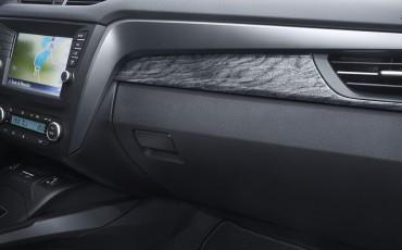 20150618-099-Toyota-Avensis-zakelijk-talent-Sedan