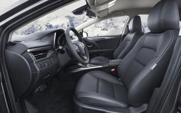 20150618-102-Toyota-Avensis-zakelijk-talent-Sedan