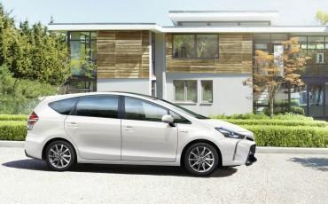 02-Toyota-Prius-plus-10-2015