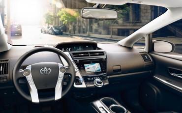 toyota-Prius+-2014-exterior-tme-001-a-full