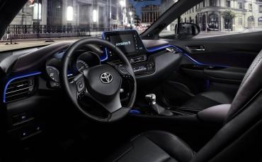 01-Vernieuwend-interieurdesign-voor-hybrid-design-statement-Toyota-C-HR-28062016