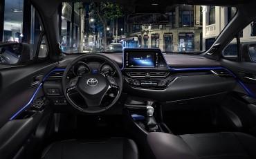 02-Vernieuwend-interieurdesign-voor-hybrid-design-statement-Toyota-C-HR-28062016