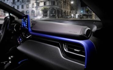 03-Vernieuwend-interieurdesign-voor-hybrid-design-statement-Toyota-C-HR-28062016