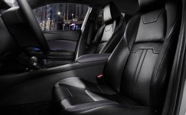 04-Vernieuwend-interieurdesign-voor-hybrid-design-statement-Toyota-C-HR-28062016