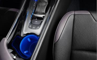 05-Vernieuwend-interieurdesign-voor-hybrid-design-statement-Toyota-C-HR-28062016