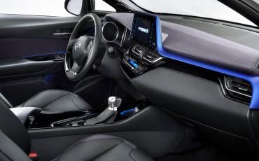 07-Vernieuwend-interieurdesign-voor-hybrid-design-statement-Toyota-C-HR-28062016